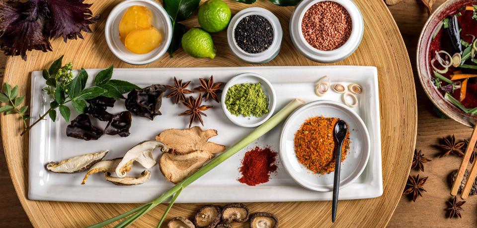 Épices, aromates et condiments typiques de la cuisne Asiatique